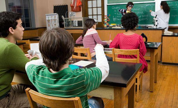 Ongelmiin tuijottamisen sijaan tulisi huomio siirtää aikuisen ja oppilaan välisiin suhteisiin, sanoo väitöstutkimustaan viimeistelevä Harry Lunabba.