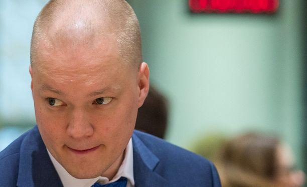 Valtiosihteeri Samuli Virtanen meni peräkonttiin pääministeri Sipilän tavattuaan.