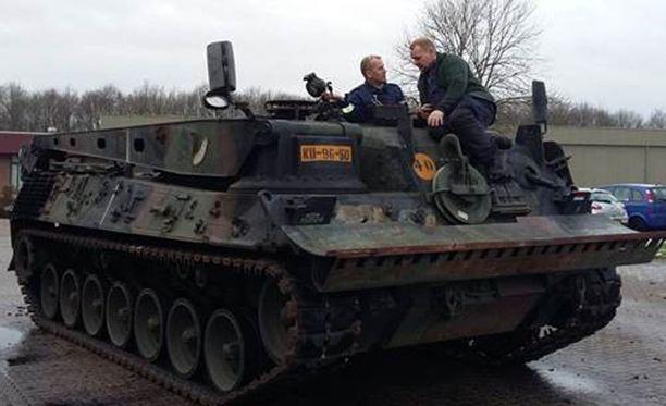 Tältä näyttää Leopard 1 -evakuointipanssarivaunu.