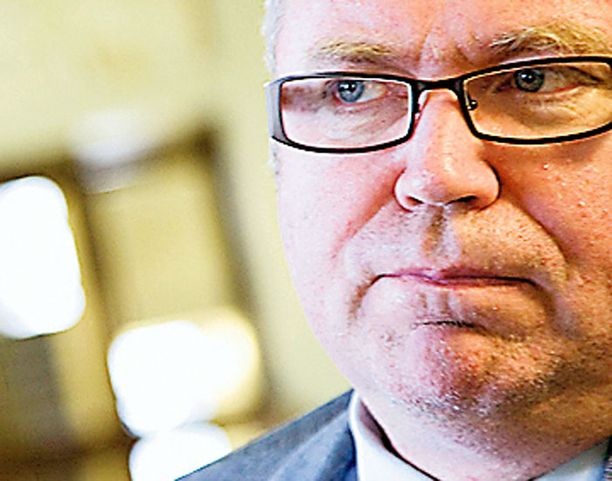 Ryhmänjohtaja Eero Heinäluoma peittoaa europopulismissaan jopa Timo Soinin, joka joutuu olemaan yhtä johdonmukainen kuin kokoomuksen Jyrki Katainen.