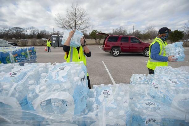 Viikonloppuna Texasissa jaettiin miljoonia pulloja puhdasta juomavettä.