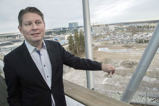 Topi Manner luotsaa Finnairia.