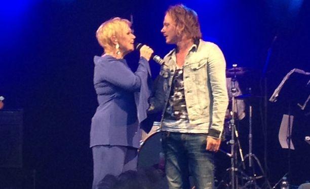 Katri Helena ja Jonne Aaron esiintyivät yhdessä Kuopiossa.