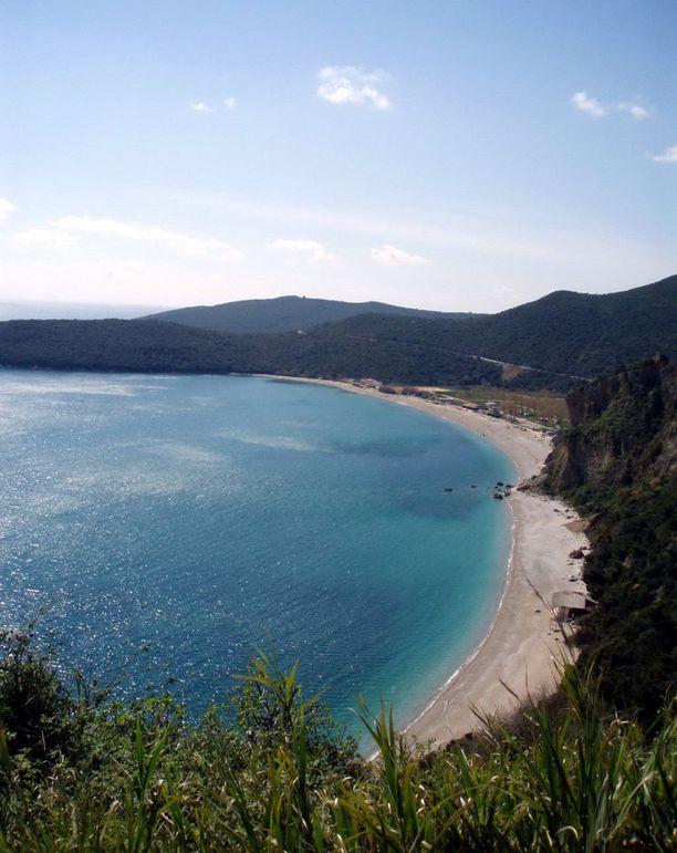 """Montenegron Jaz-ranta (kuvassa) houkuttelisi varmasti monia keskellä Suomen """"kauneinta"""" kesää."""