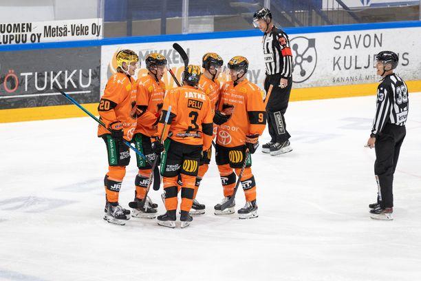 KooKoon liigajoukkuetta pyörittävä KooKoo Hockey Oy maksoi liigaosakkeen vimeiset erät loppukesästä. Se oli edellytys sarjassa pelaamiseen.
