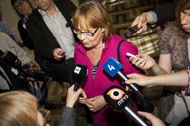 Perustuslakivaliokunnan puheenjohtaja Annika Lapintie (vas) uskoo, että valiokunta saa oman lausuntonsa soten valinnanvapauslakiesityksen perustuslainmukaisuudesta valmiiksi vielä tällä viikolla.