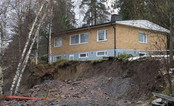 Omakotitalo joutui kuilun reunalle Espoossa lokakuun lopulla.