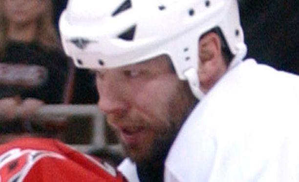 Chris Simonin jäähyennätys yhdeltä kaudelta NHL:ssä on 250 minuuttia.