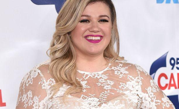 Kelly Clarkson ei välitä, mitä muut ajattelevat hänestä.