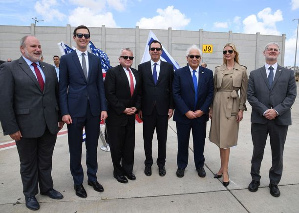 Myös Yhdysvaltain viralliseen delegaatioon kuuluvat Jared Kushner ja Ivanka Trump Israelin Ben Gurionin kansainvälisellä lentokentällä lähellä Lodin kaupunkia 13.5.2018.