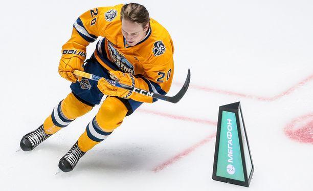 Eeli Tolvanen kiiti tammikuussa KHL:n tähdistöshow'ssa Astanassa.
