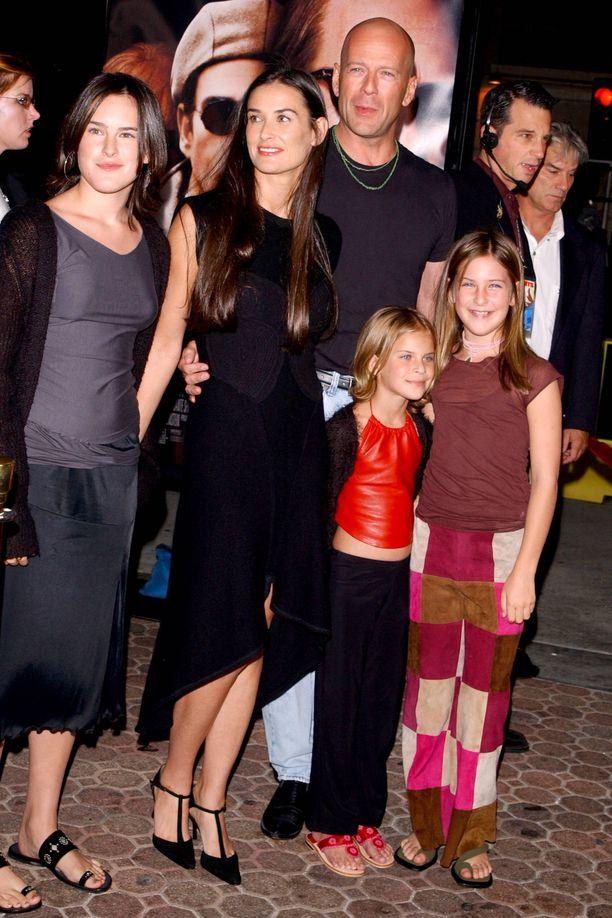Demi Moore ja Bruce Willis lapsineen elokuvan ensi-illassa vuosia sitten.