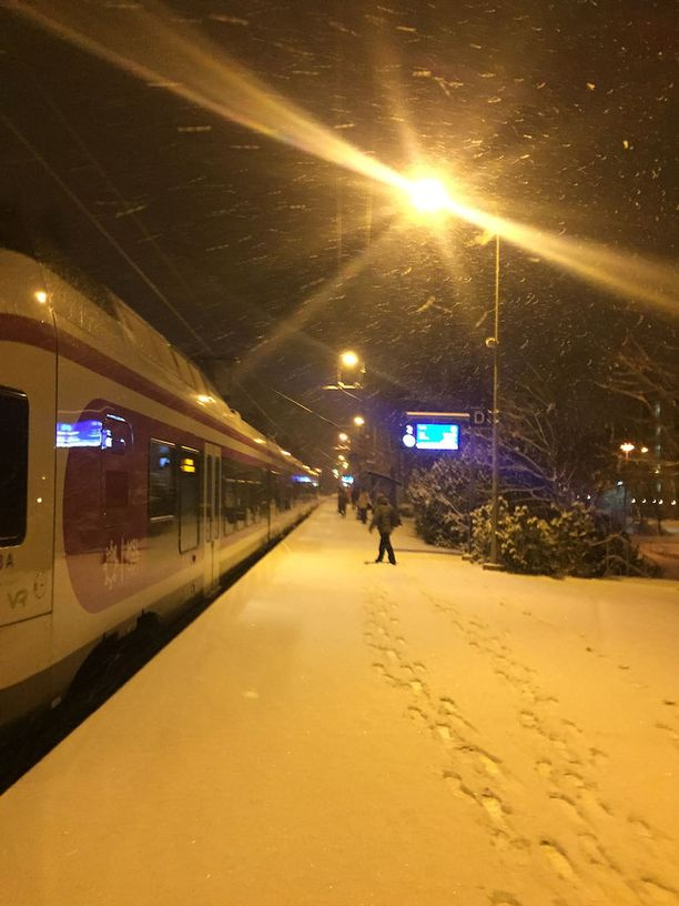 Lumisade huonontaa ajokeliä Uudellamaalla ja Pohjanmaalla.