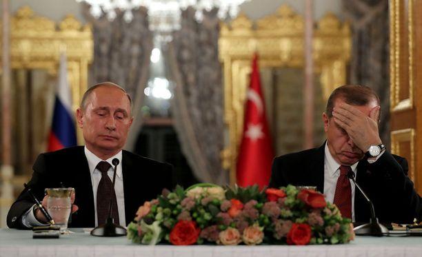 Vladimir Putinin ja Recep Tayyip Erdogan välit saattavat kiristyä entisestään suurlähettilään murhan jälkeen.