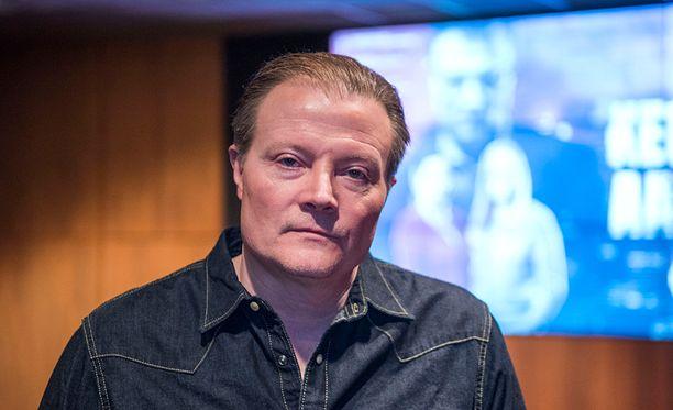 Kari Hietalahti teki paljon taustatyötä Jari Aarnion roolityötä varten.