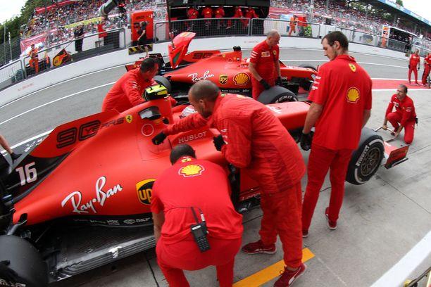 Ferrari kiirehti kiistämään uutisen lähtöhaluillaan. Päättäjille viesti on toimitettu.