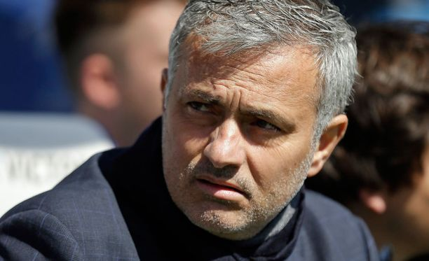 José Mourinho hämmästelee Manchester Cityn saamaa kritiikkiä.