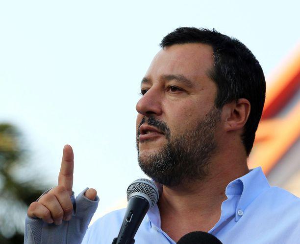 Matteo Salvini odottaa voittoa eurovaaleissa.