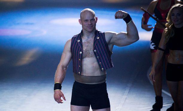 Painija Rami Hietaniemi ei pelkää näyttää tunteitaan. Gladiaattorit-ohjelman kuvauksissa mies näytti vetävän herkästi herneen nenäänsä. Näky oli pelottava.