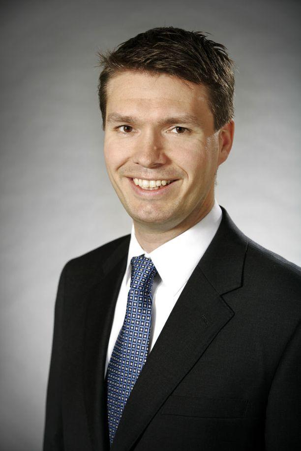 Vanhempi tutkija Charly Salonius-Pasternak Ulkopoliittisesta instituutista.
