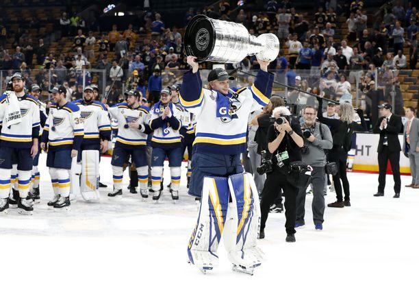 Ville Husso pääsi viime kauden päätteeksi nostelemaan Stanley Cup -pokaalia, mutta NHL-peliminuutteja hänellä ei vielä ole vyöllään.