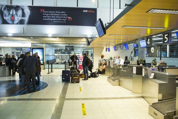 Turun lentoasemalla aloitettiin terveysneuvonta elokuun alussa. Koronatestaus on tuottanut tulosta.