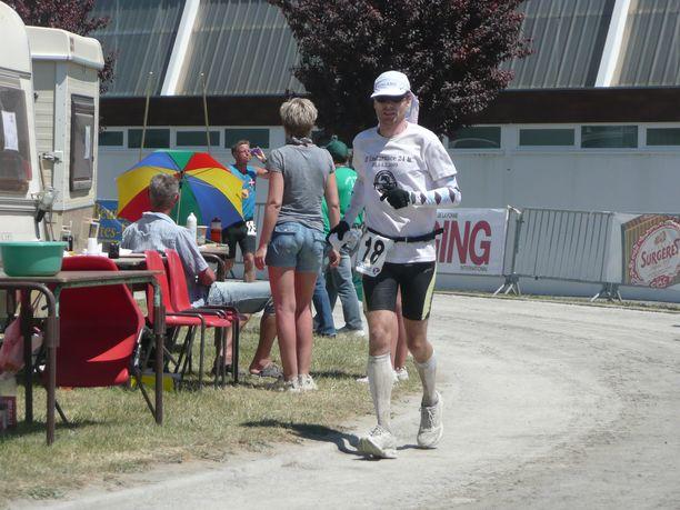 Mikael Heerman juoksi 48 tunnin Suomen ennätyksen – joka syntyessään vuonna 2010 oli myös Pohjoismaiden ennätys – kiertämällä Ranskan helteessä noin 300 metrin mittaista rataa.