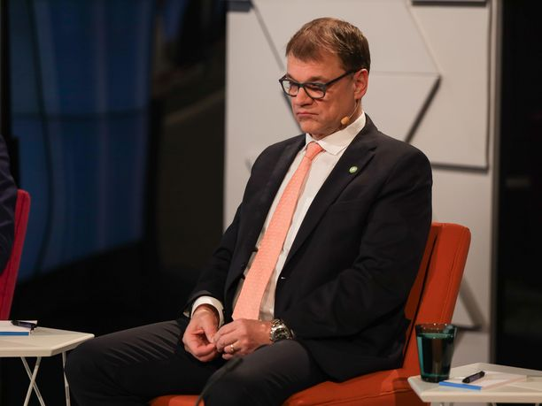 Pääministeri Juha Sipilä (kesk) ei ollut puhetuulella enää vaalitentin jälkeen.