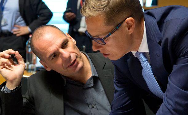 Kreikan valtiovarainministeri Yanis Varoufakis ja Alexander Stubb keskustelivat valtiovarainministerien euroryhmän kokouksessa Luxemburgissa viime viikolla.