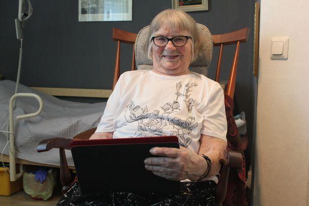 101-vuotias Elli Harju toivoo ihmisten välittävän enemmän toisistaan.