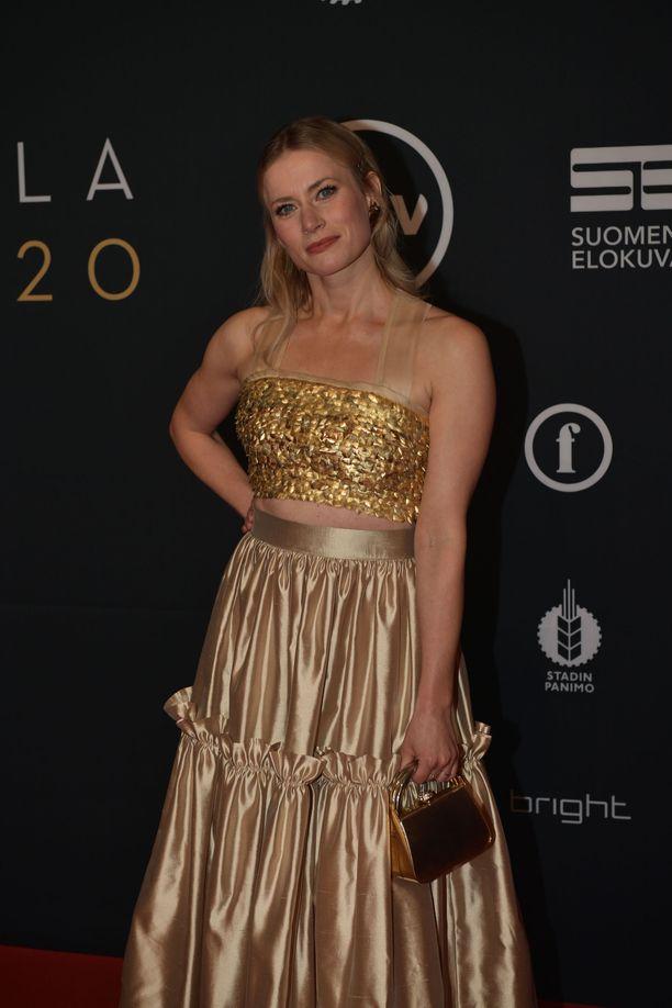 Minka Kuustosen puvun on suunnitellut Anni Ruukki.