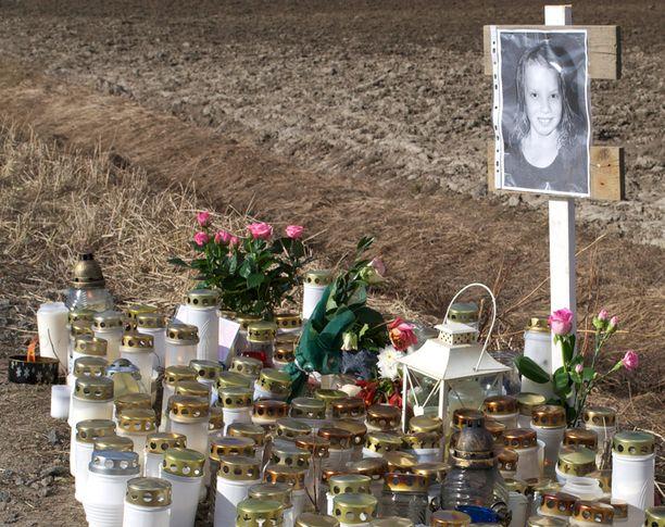 Tyttärensä menettänyt isä pisti pystyyn kansalaisaloitteen rattijuoppojen rangaistuksien tiukentamisesta. 11-vuotias Matleena jäi rattijuopon auton alle Lapinlahdella keväällä 2012.