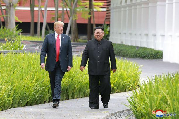 Pohjois-Korean virallisen uutistoimiston KCNA:n kuva samasta tilanteesta.