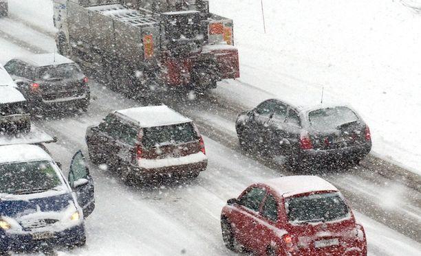 Etenkin Etelä-Suomessa on sattunut aamulla liikenneonnettomuuksia. Arkistokuva.
