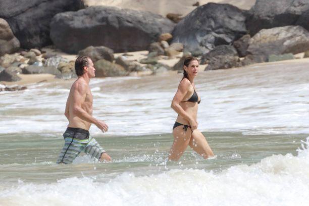 Rande seurasi vaimoaan vedessä.