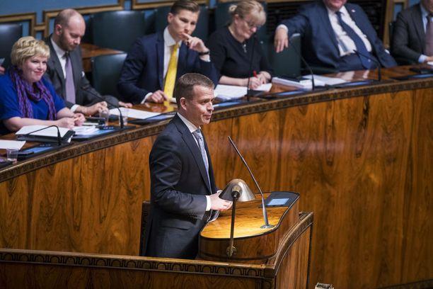 Valtiovarainministeri Petteri Orpo sanoi tiistaina eduskunnassa, että hallitus koventaa seksuaalirikollisten rangaistuksia.