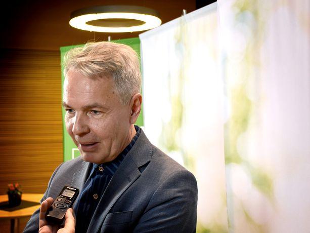 Ulkoministeri Pekka Haavisto (vihr) kyllästyi vastahankaiseen ministeriön virkamieheen ja nyt pohditaan joutuuko hän valtakunnanoikeuteen sen vuoksi.