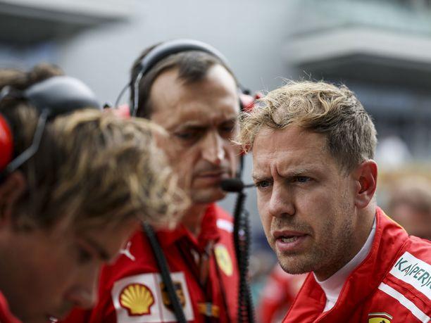 Sebastian Vettelillä on sunnuntain kilpailussa iso urakka, kun hän lähtee matkaan vasta kahdeksannesta lähtöruudusta.