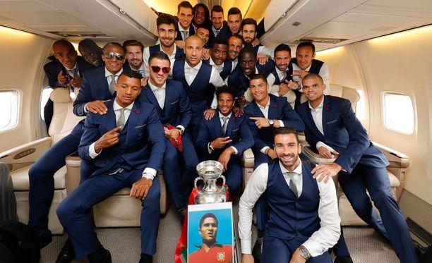 Portugalin jalkapallohistorian suurin legenda, Eusébio, on symbolisesti mukana mestaruusjuhlissa.
