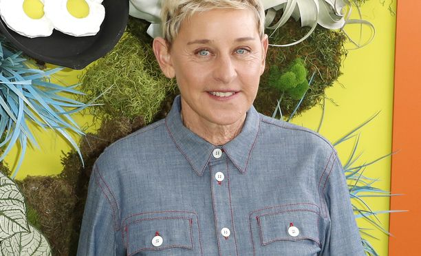 Ellen DeGeneres ja hänen nimeään kantava ohjelma ovat kiusaamissyytösten keskellä.
