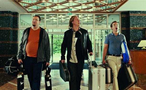 Stand up -koomikko Sami Hedberg, juontaja Jaajo Linnonmaa ja näyttelijä Aku Hirviniemi ovat vetäneet katsomoihin yli 300 000 katsojaa.