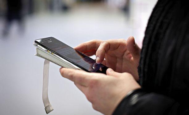 Tampereen Tammelan koulussa osa oppilaista oli saanut haitallista videomateriaalia sisältäviä Whatsapp-viestejä. Kuvituskuva.