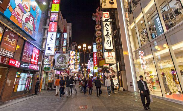 Osakassa on turvallista liikkua myös iltaisin.