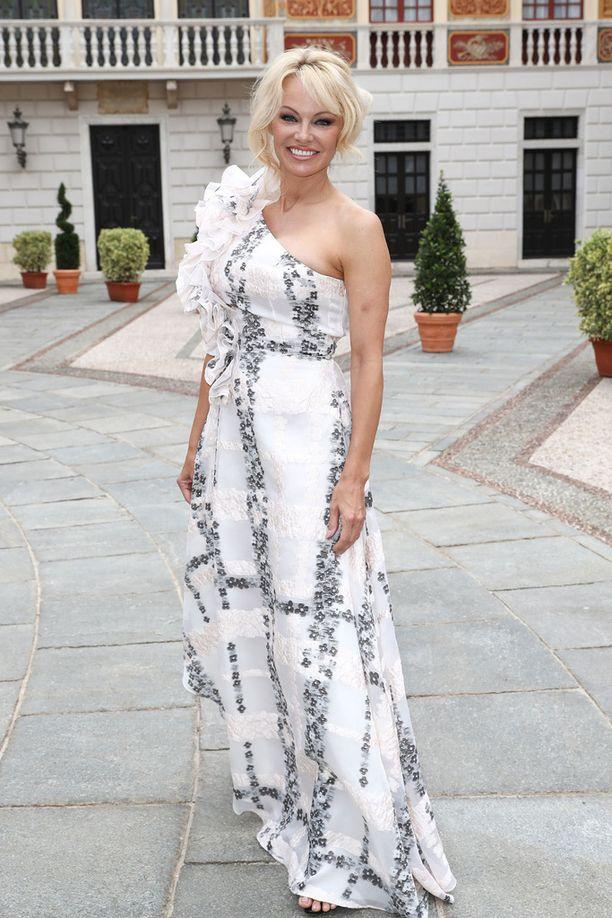 Pamela Anderson kuvattuna tänä kesänä.