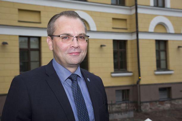Puolustusministeri Jussi Niinistö sai moitteet oikeuskanslerilta.