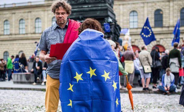EU-myönteiset ihmiset osoittivat mieltään Saksan Münchenissä.