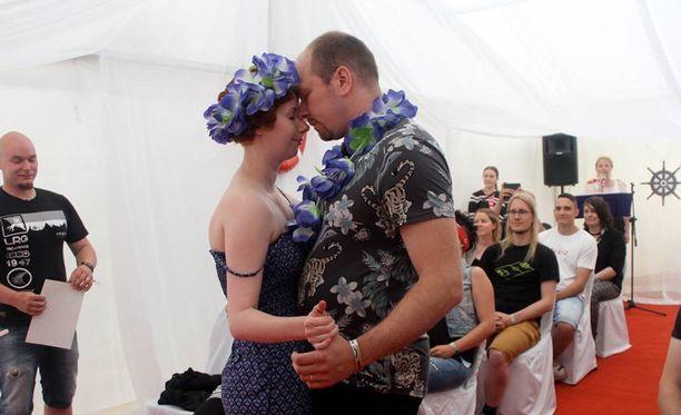 Heikki Hakkarainen ja Anna Hukka päättivät mennä naimisiin Qstockissa.