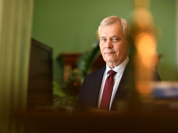 Pääministeri Rinne on huolissaan poliisiin kohdistetusta väkivallasta.