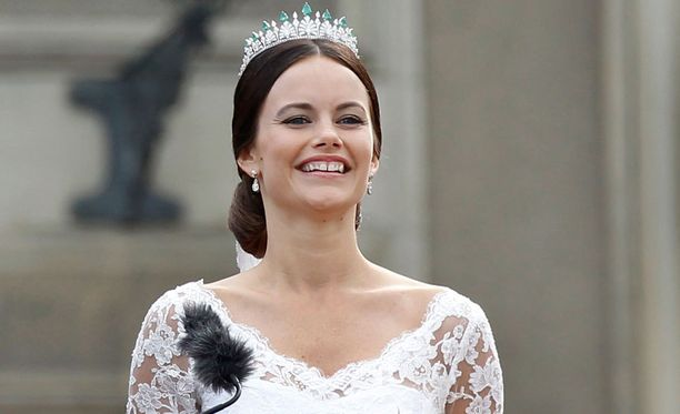 Prinsessan tittelin avioitumisen myötä saanut Sofia Hellqvist tietää, miten pidetään hauskaa.