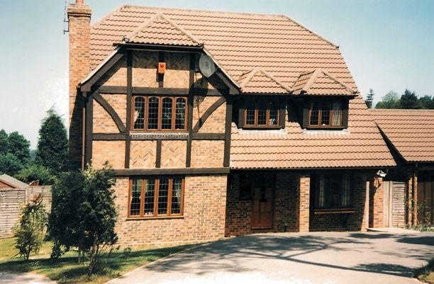 Tältä näytti perheen yksi koti Englannissa.